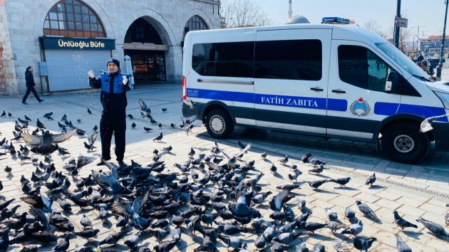 Kuşlar aç kalmasın diye Antalya'dan İstanbul'a buğday gönderdi