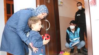 4 yaşındaki Emir'den duygulandıran bağış