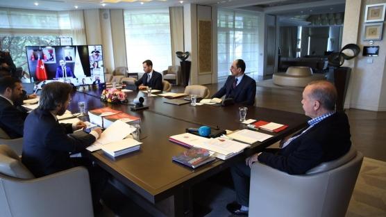 Cumhurbaşkanı Erdoğan,  milli takım futbolcularıyla görüştü