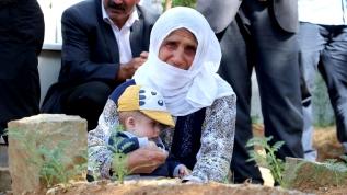 PKK'lı teröristlerin hain saldırısı sonucu sevdiklerini kaybeden ailelerin buruk bayramı