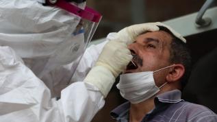 Rize'ye gelen çay üreticilerine koronavirüs tedbirleri kapsamında test yapılıyor