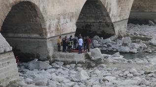 Seyhan Nehri yatağında hareketsiz halde bulunan kadın hastaneye kaldırıldı