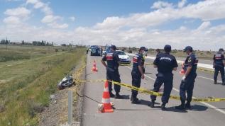 Motosikletle traktör römorkuna çarpan kasksız sürücü hayatını kaybetti