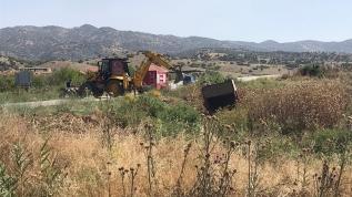 Aydın'da tarım işçilerini taşıyan kamyonet devrildi