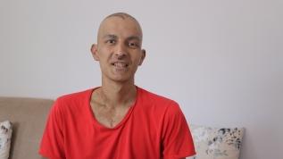 25 yaşındaki Efecan'ın tek hayali kök hücre nakli olup öğrencilerine kavuşmak