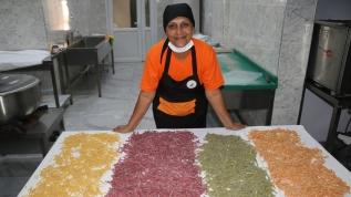 Kadınların ele emekleri Türkiye'nin dört bir yanına ulaştırılıyor
