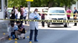 Sokak ortasında silahlı bıçaklı kavgada yoldan geçen 72 adam yaralandı