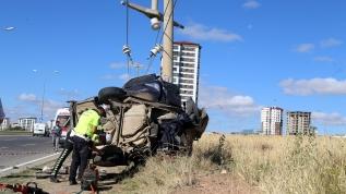 Mesaiden dönerken beton direğe çarparak hayatını kaybetti