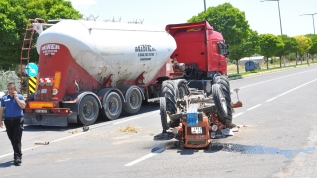 Tırla çarpışan traktörün 85 yaşındaki sürücüsü öldü