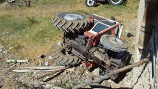 Devrilen traktörün altında kalan 65 yaşındaki adam öldü