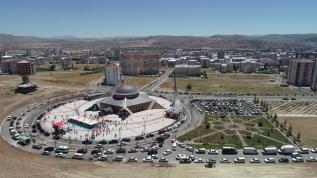 Türkiye'nin ilk ay yıldızlı camii, ibadete açıldı!