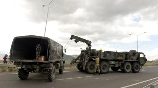 Askeri araç bariyerlere çarptı: 5 personel hafif yaralandı