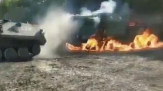 Rusya ordusunun askeri tatbikatında zırhlı aracı alev alev yandı