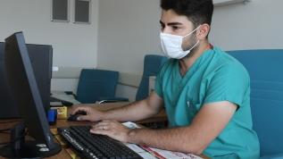 Koronavirüse yakalan Dr. Polat: Keşke maskesiz dolaşanlar neler çektiğimi görseler