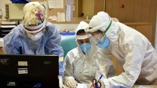 Doktorlar koronavirüsle mücadelelerini anlatıyor: Kimse bu hastalığın kendinde hafif seyredeceği fikrine kapılmasın