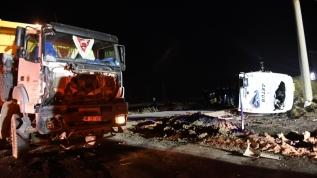 Kamyonla işçi servisi çarpıştı, bir kişi hayatını kaybetti 14 kişi yaralı