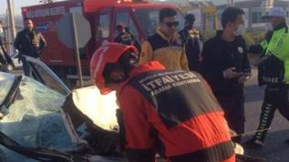 Otomobil tıra çarptı, bir kişi öldü, 3 yaralı