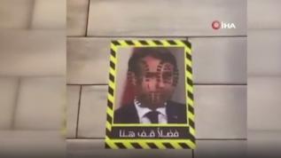 Kuveyt'te bir restoran yere Macron fotoğrafları yapıştırdı