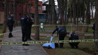 Vatandaşlar ihbar etti! Parkta erkek cesedi bulundu