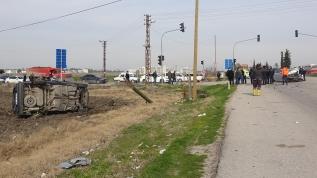 İki otomobil çarpıştı, bir kişi öldü 5 kişi yaralı