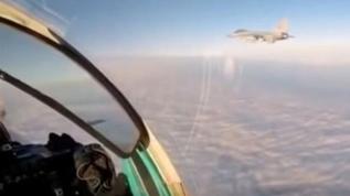 Rus jetleri havalandı! Casus uçak böyle engellendi
