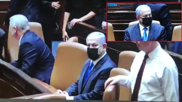 Gözleri doldu... Netanyahu'yu koltuğundan böyle kaldırdılar