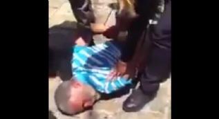 İşgalci İsrail bir Filistinliyi vahşice gözaltına aldı