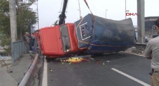 D-100'de kamyonet kazası!