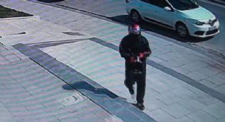 Güvenlik görevlisinin boğazına silah dayayıp bankayı soydu