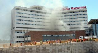 Adana'da şehir hastanesi inşaatında yangın çıktı
