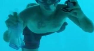 Suyun altında evlenme teklif etti ama, sudan canlı çıkamadı
