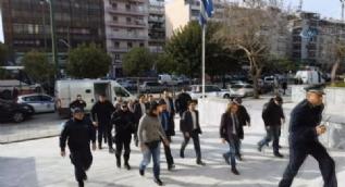 Yunanistan'a kaçan darbeci subaylar mahkemeye kelepçesiz getirildi