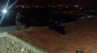 Cezaevinden firar etmeye çalışırlarken çatıda yakalandılar