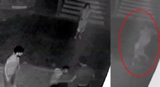 Kadın öğretmene 'uçan tekmeli' saldırı anı kamerada