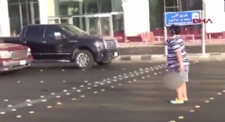 Sokakta dans ettiği için gözaltına alındı
