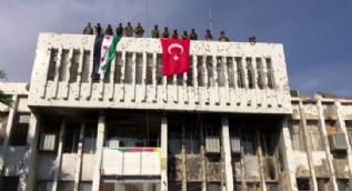 Teröristler karargah olarak kullanıyordu! Şimdi Türk bayrağı dalgalanıyor