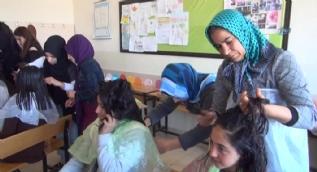 Gönüllü kuaförler 9 bin kız öğrencinin bakımını yapacak