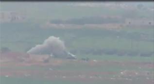 Suriyeli muhalifler TOW füzeleriyle Esed tankını vurdu