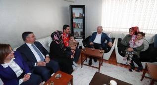 Başbakan Yıldırım, kendisini çaya davet eden aileyi ziyaret etti