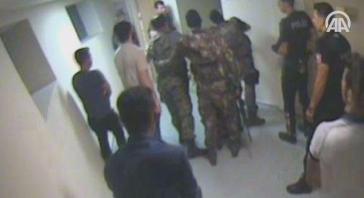 FET�'c� darbeciler Atat�rk Havaliman�'nda polisle �at��ma g�r�nt�leri ortaya ��kt�