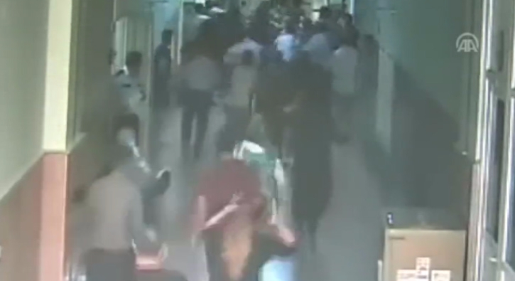 Adana Adliyesi'nde katil zanl�s�na lin� giri�imi