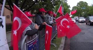 ABD'de Türkler ve Ermenilerden karşıt protesto