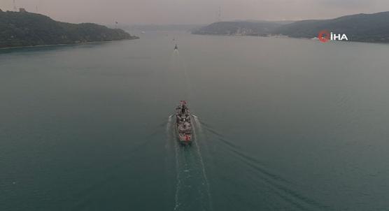 Donanma Gemileri İstanbul Boğazı´ndan geçiyor