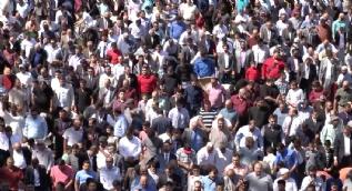 25 bin kişi bayram namazını stadyumda kıldı