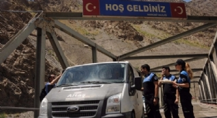 Polis vatandaşların bayramını Türkçe ve Kürtçe kutladı