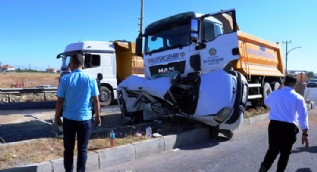 Hafriyat kamyonu otomobile çarptı: 1 ölü