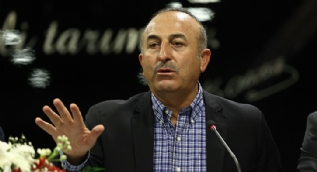 Bakan Çavuşoğlu'ndan başörtülü kızlara yapılan çirkin saldırıya sert tepki