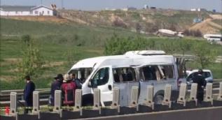 Sabiha Gökçen Havalimanı bağlantı yolunda bir servis minibüsünde patlama meydana geldi