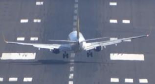 Uçak havada beşik gibi sallandı