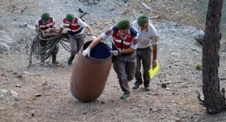 Dağdaki uyuşturucu tarlası için yağmur suyu biriktirmişler
